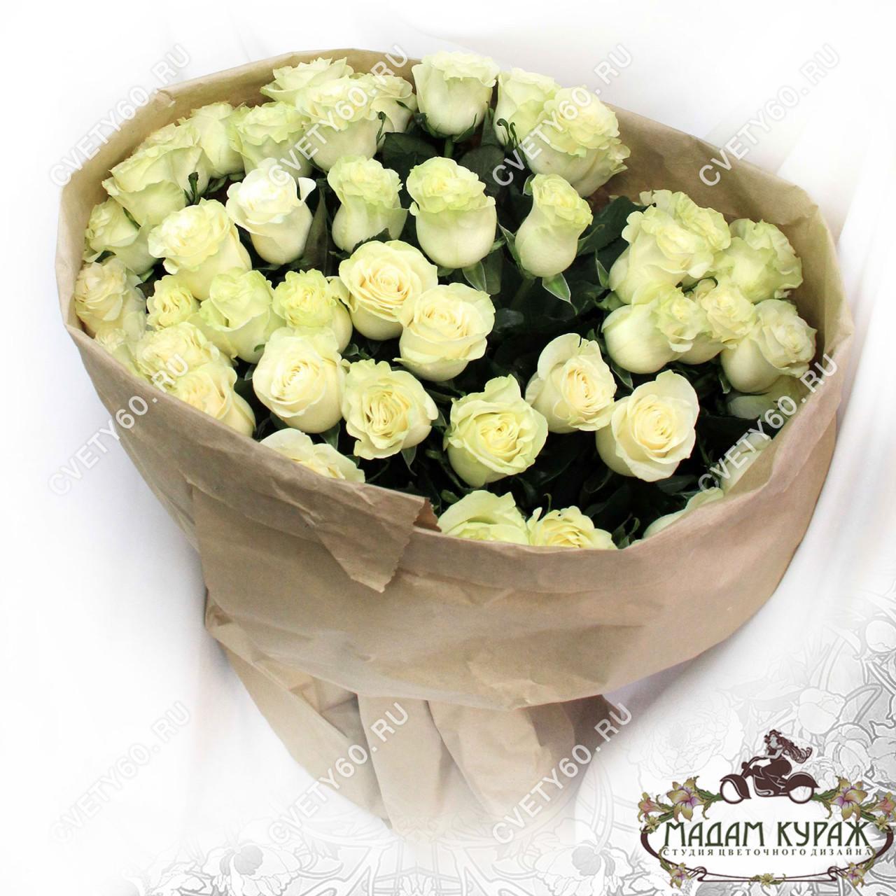Белые розы в Пскове