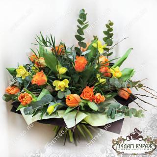 Жизнерадостный букет из оранжевых цветовПсков