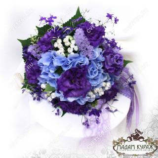 Букет невесты в сине-фиолетовой гамме в Пскове