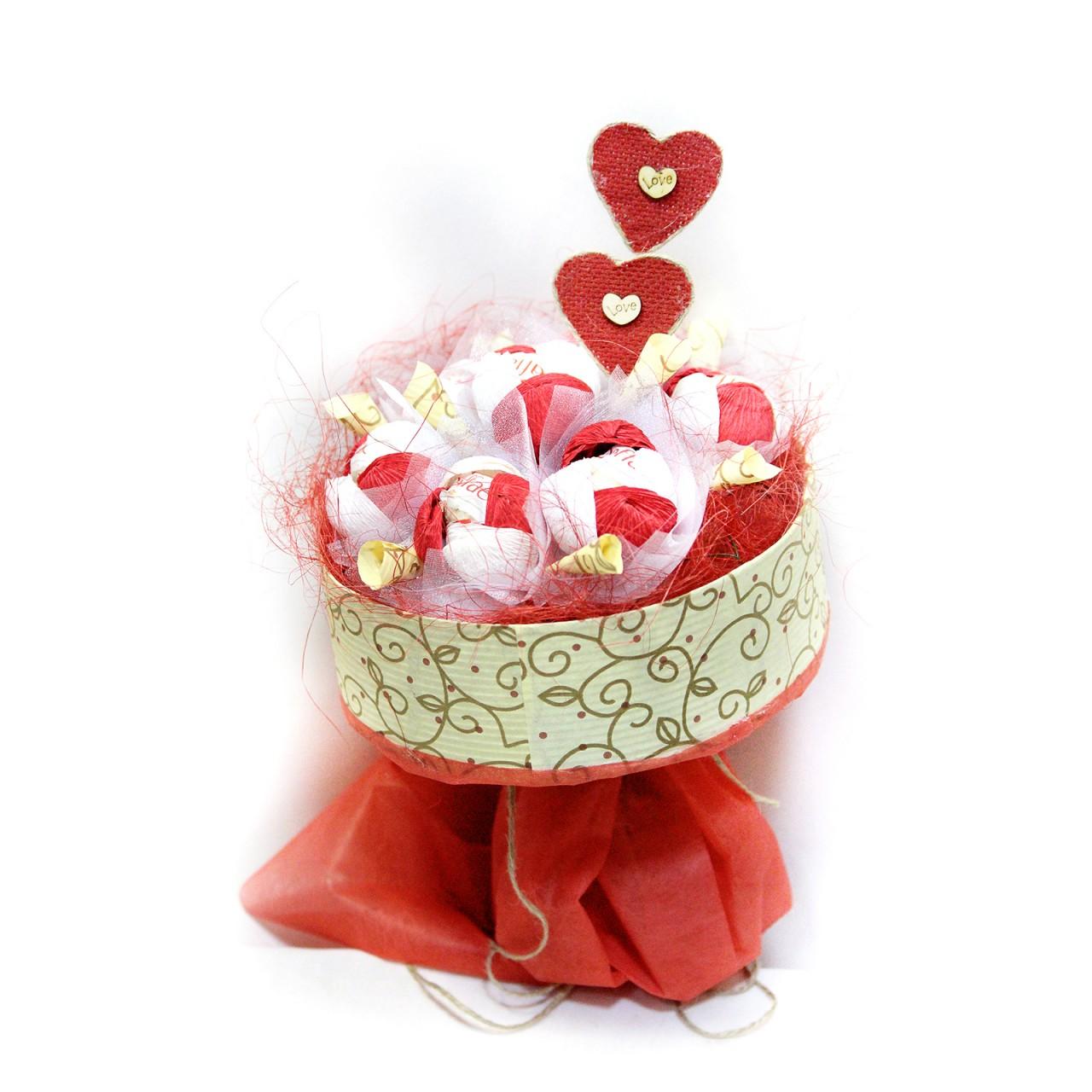 Букет из конфет к Дню Влюбленных в Пскове