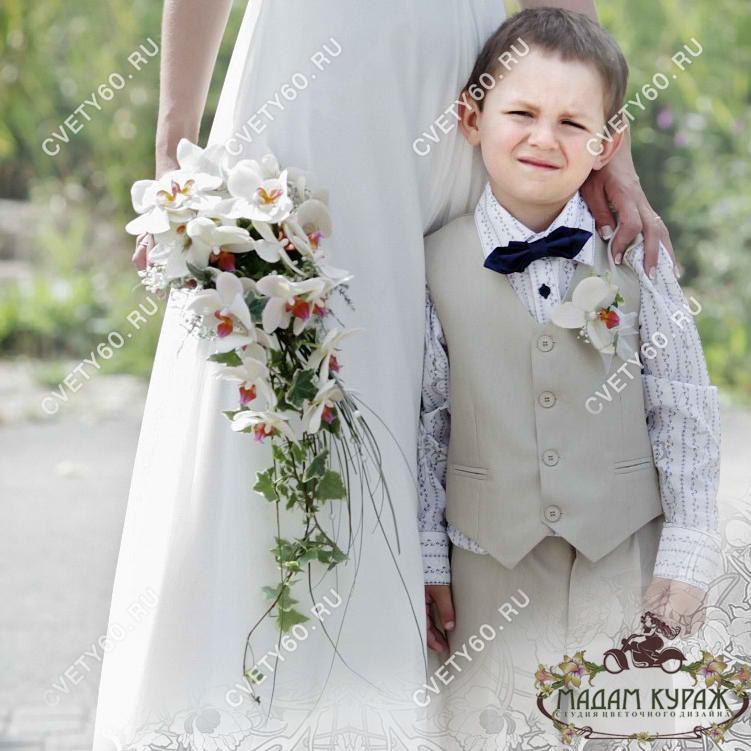 Букет невесты и бутоньерка в Пскове