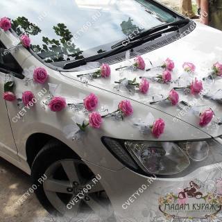 Оформление свадебной машины розами в Пскове