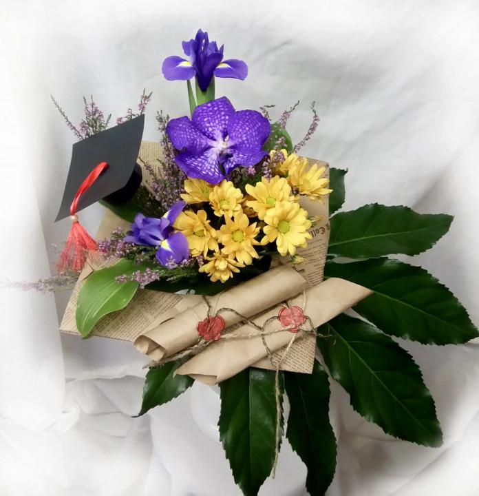 Букет на каркасе с орхидеей в Пскове