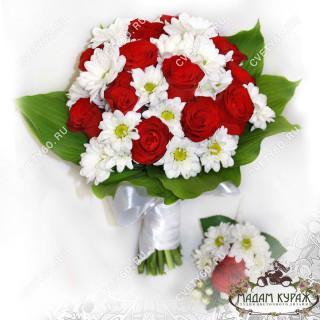 Букет невесты из красной розы и ромашек