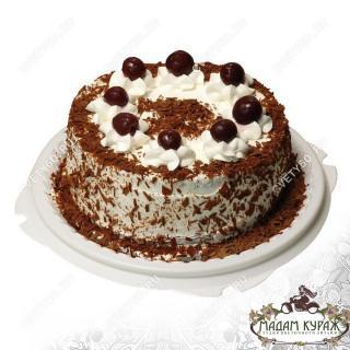 Торт как дополнение к цветочному подарку с доставкой в Пскове
