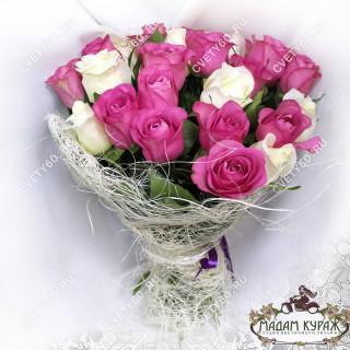 Букет из белых и розовых розПсков