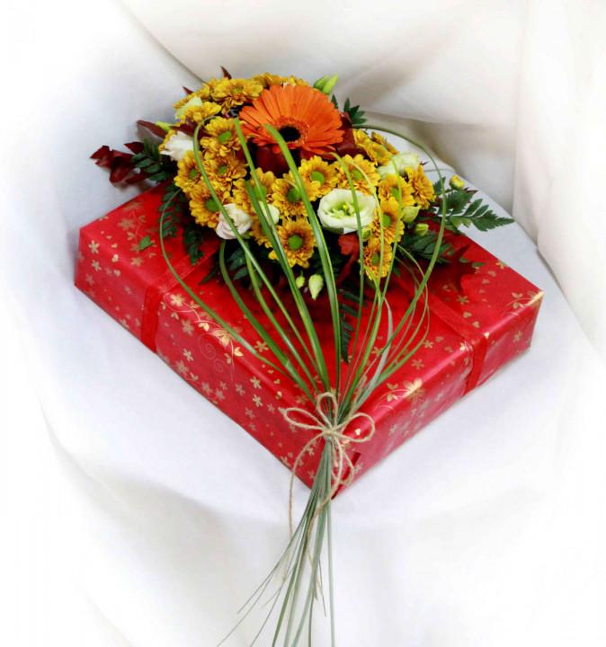 Цветочное оформление подарка в Пскове