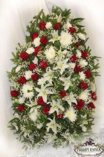 Венок из живых цветов для возложения в Пскове