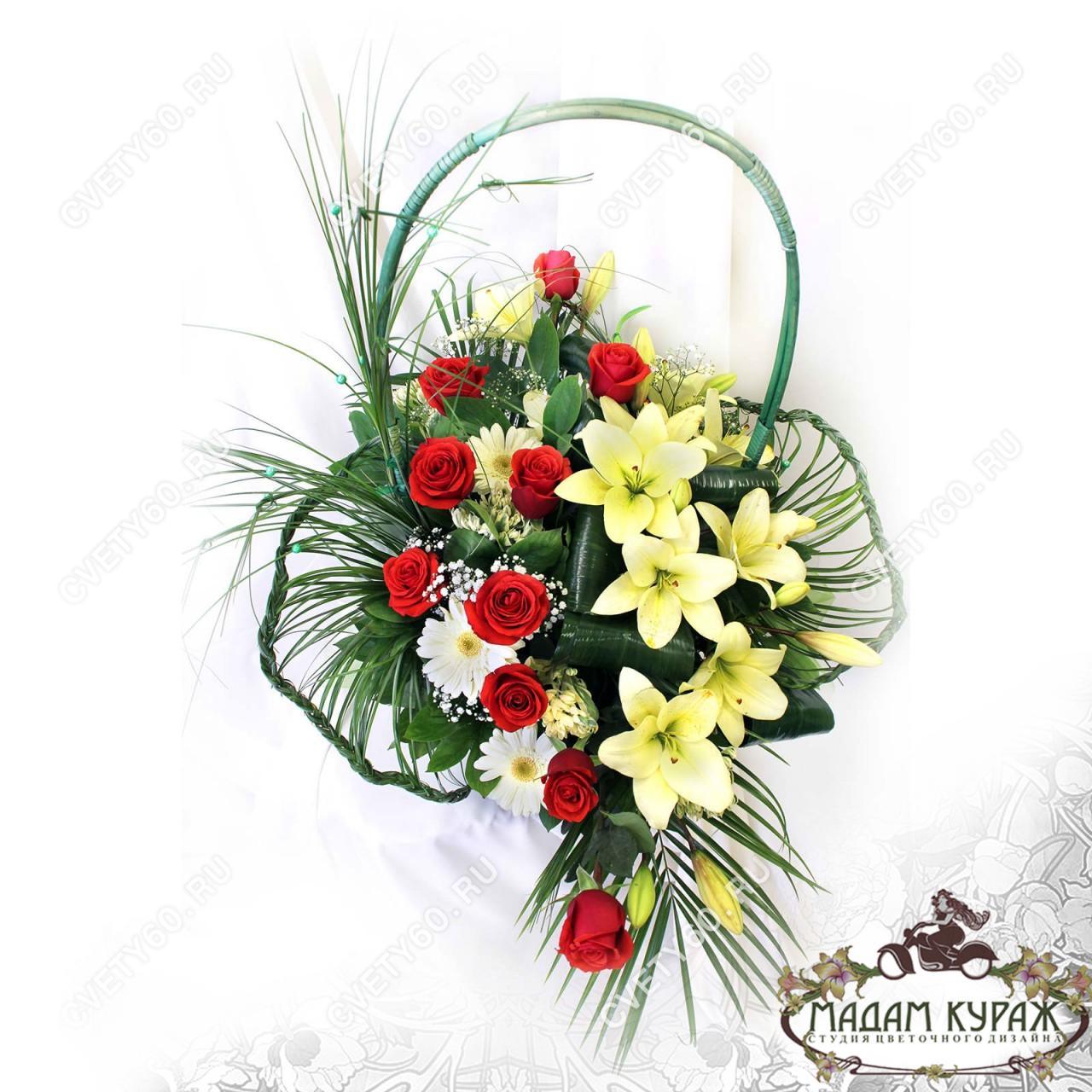 Красивая корзина с розами в Пскове