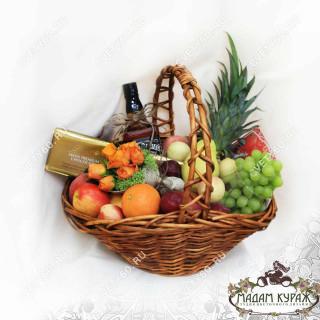 Корзина с фруктами и сладостями на юбилей с доставкойПсков