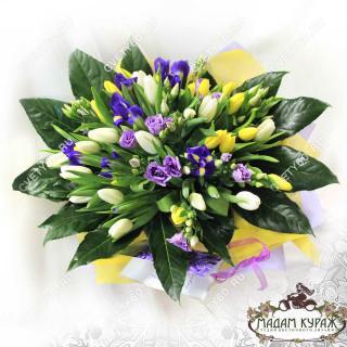 Пышный букет из тюльпанов в Пскове