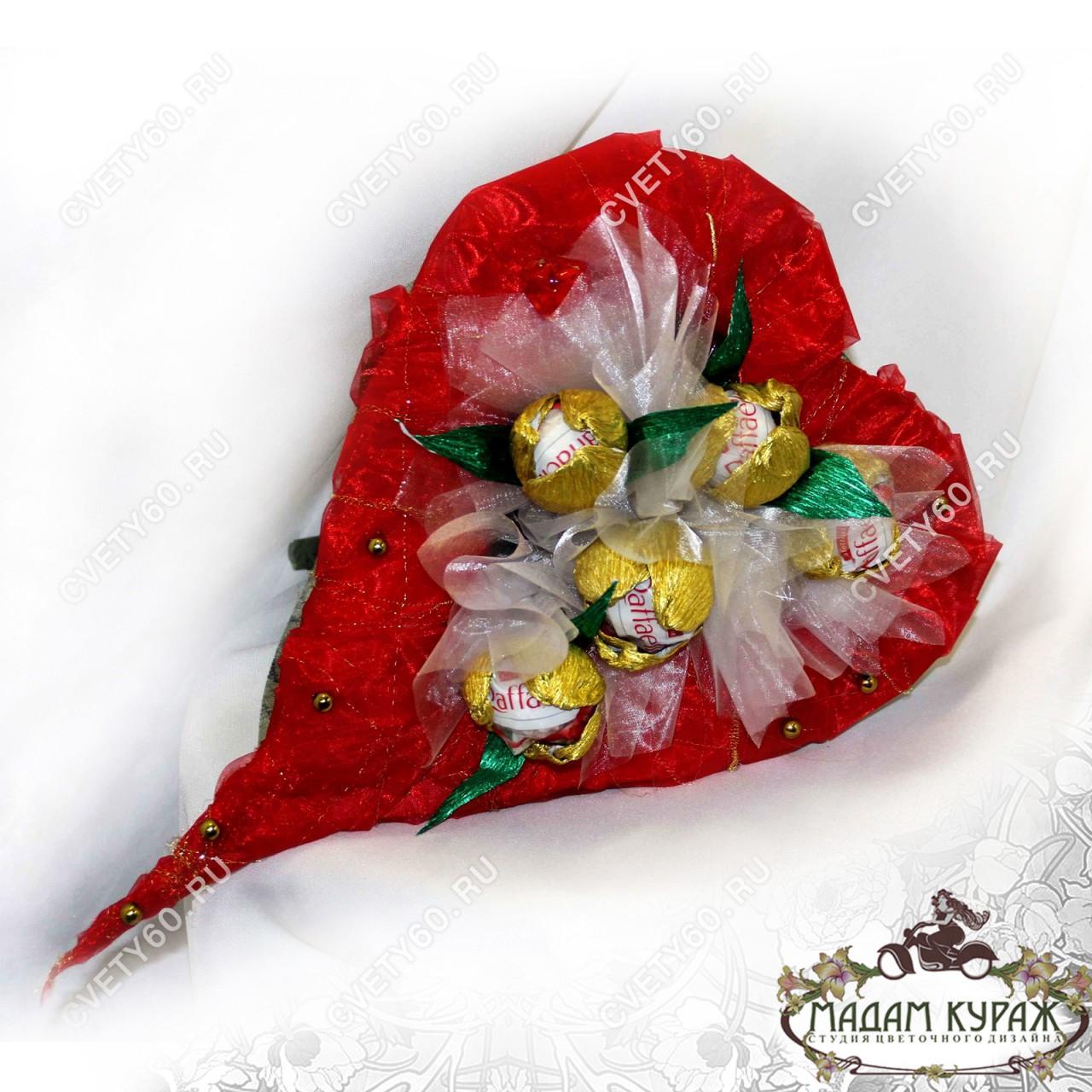 Букет из конфет в форме сердца