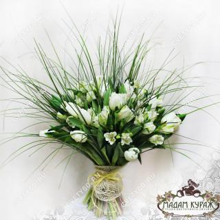 Белоснежный весенний букет из тюльпанов и алстремерийПсков