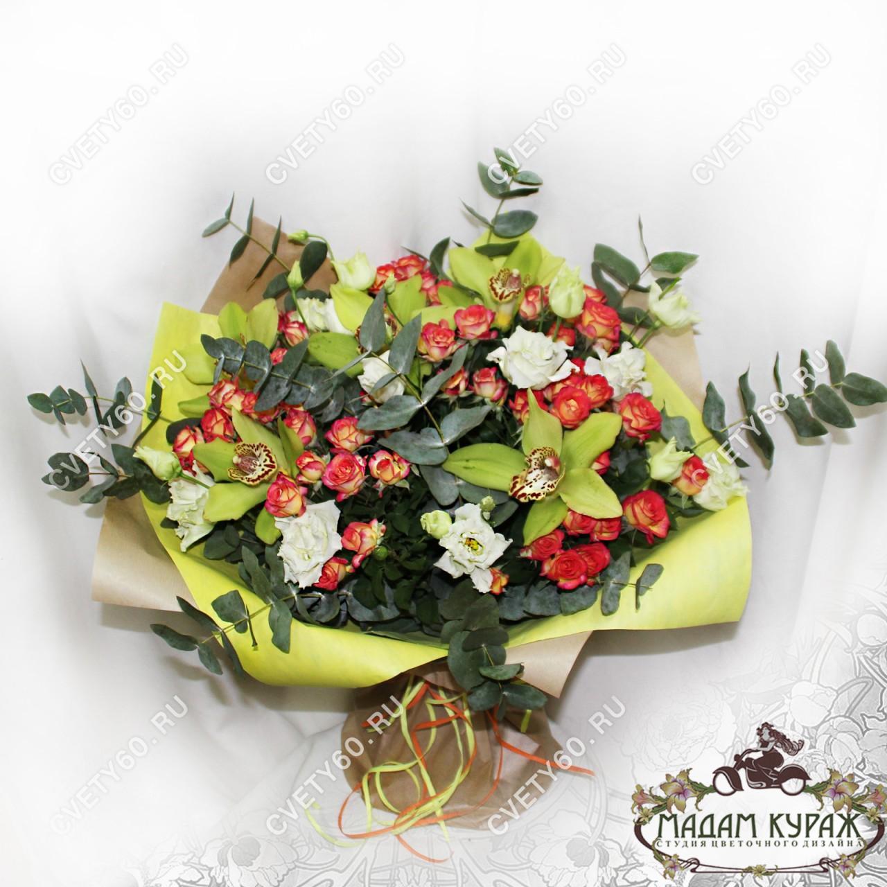 Большой букет с розами и орхидеями для женщины в подарок
