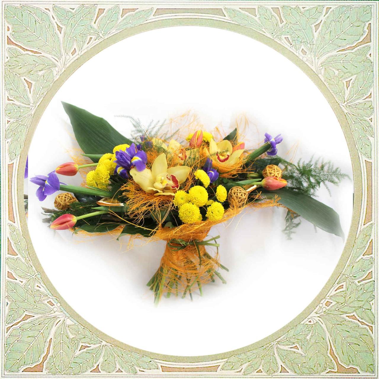 Букет из орхидей, ирисов и тюльпанов открытка в Пскове Открытка