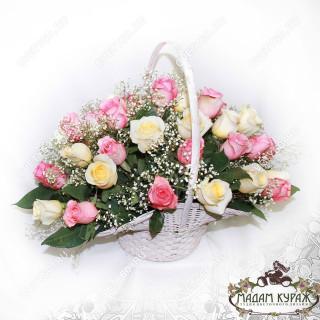 Корзина из роз в Пскове с доставкой в Пскове