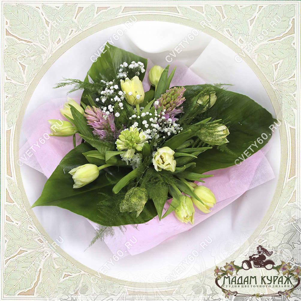 Букет из гиацинтов и тюльпанов в Пскове Открытка
