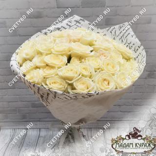 51 белая роза с доставкой по ПсковуПсков