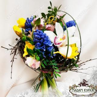 Букет доченьке на 8 марта с доставкой и поздравлениемПсков