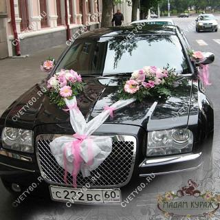 Оформление свадебной машины лентами и цветами в ПсковеПсков