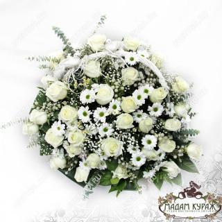 Корзина из роз и хризантем в Пскове с доставкой и поздравлением.