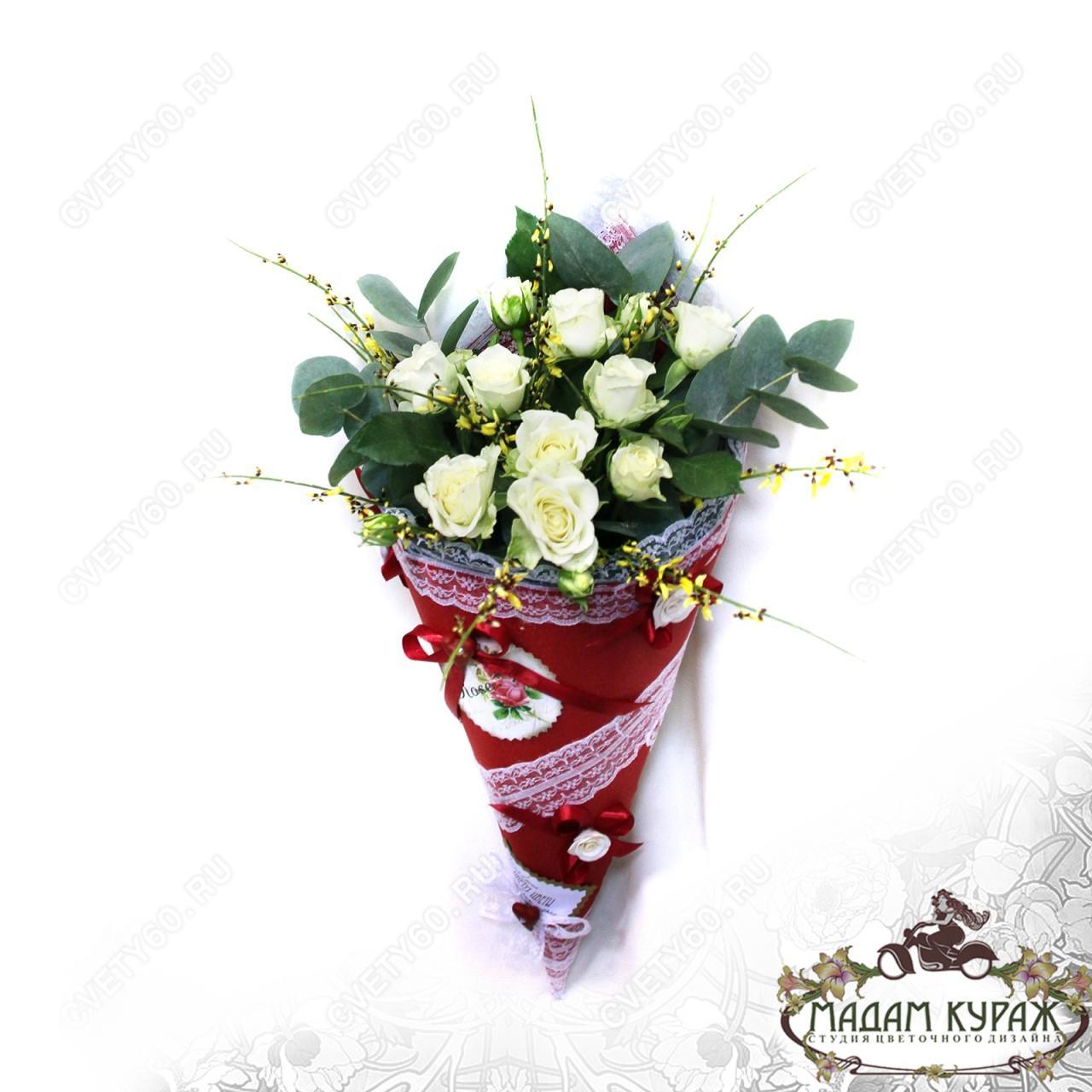 Букет из кустовой розы в конусе с доставкой в Пскове