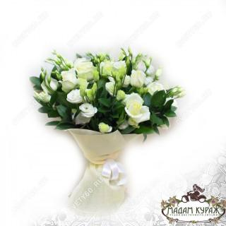 Белоснежный букет из роз и эустом с доставкой на дом в Пскове