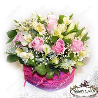Композиция из розы и альстремерии в коробке