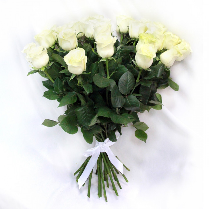 Белые розы с доставкой в Пскове