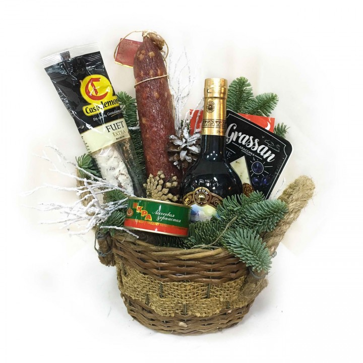 Новогодний продуктовый набор с доставкой и поздравлением в Пскове