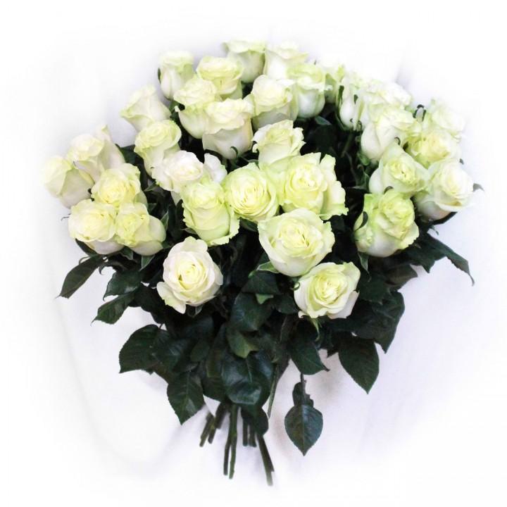 Букет из 25 белых роз в Пскове дешево