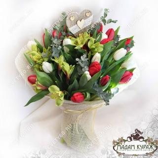 Тюльпаны в Пскове в Пскове
