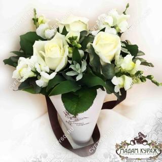 Белые розы в подарок на День ВлюбленныхПсков