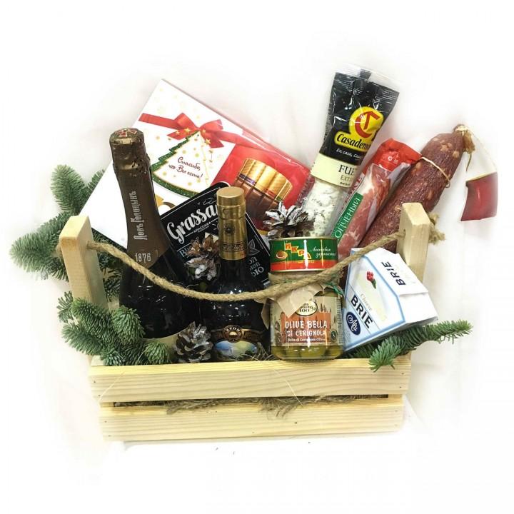 Доставка новогодних продуктовых наборов в Пскове