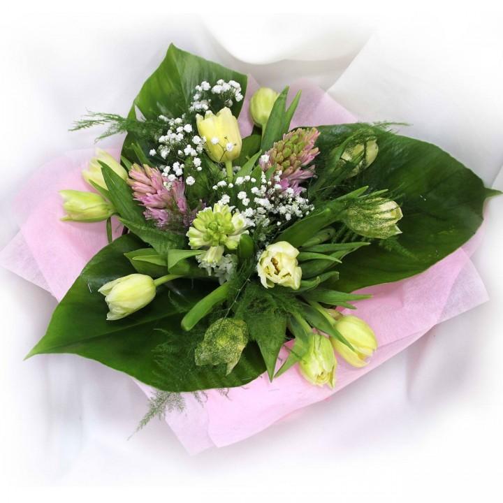 Букет из гиацинтов и тюльпанов в Пскове