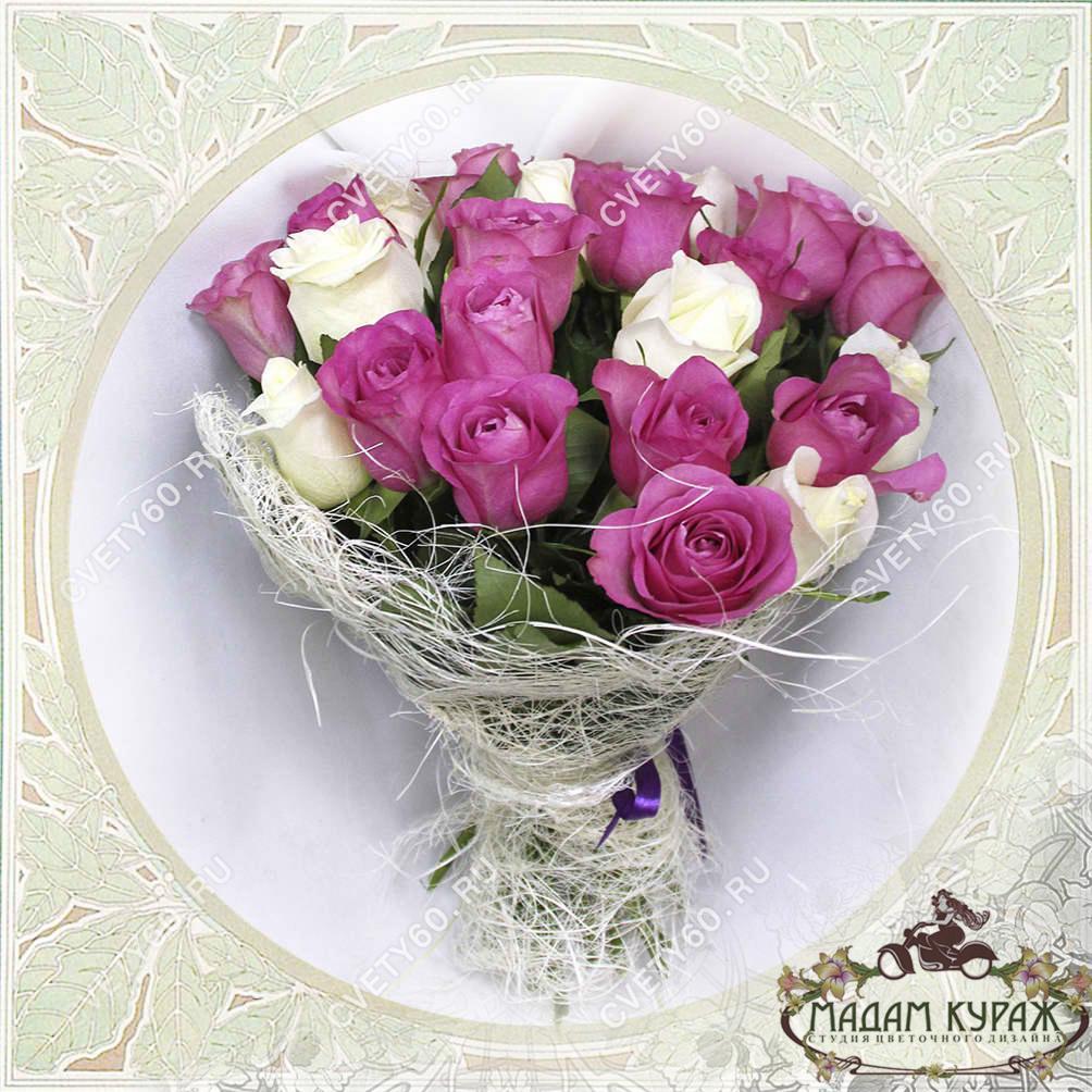 Букет из белых и розовых роз Открытка