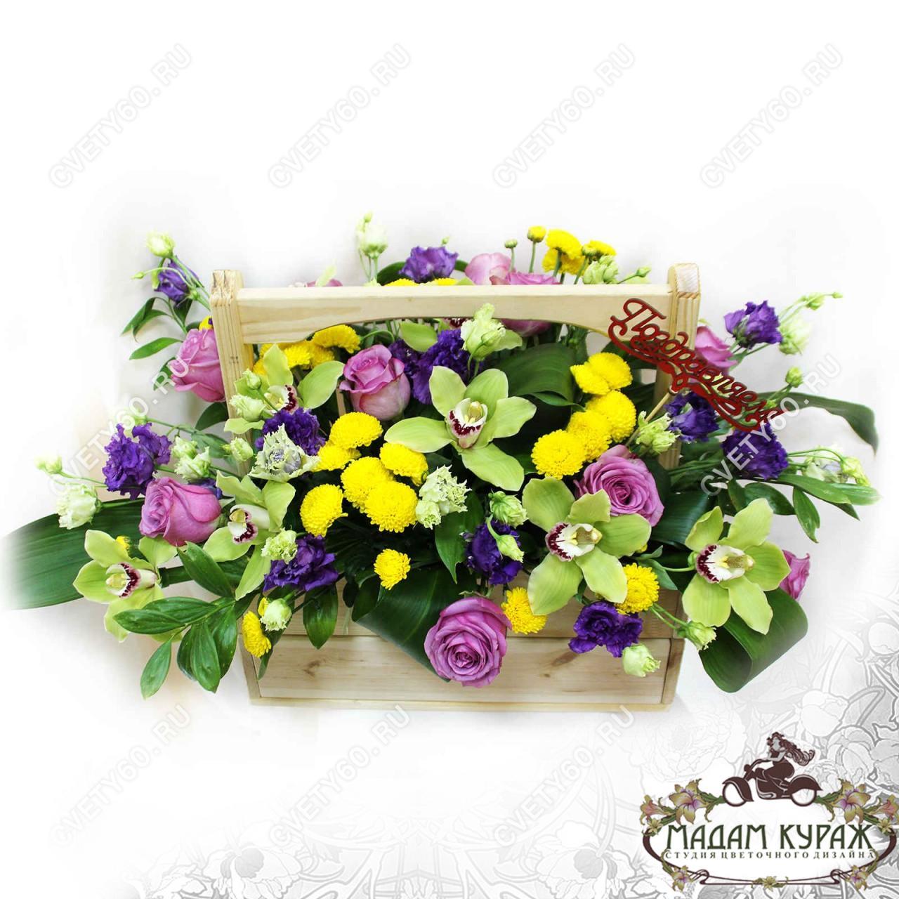 Праздничная композиция в ящичке Псков Доставка цветов и подарков