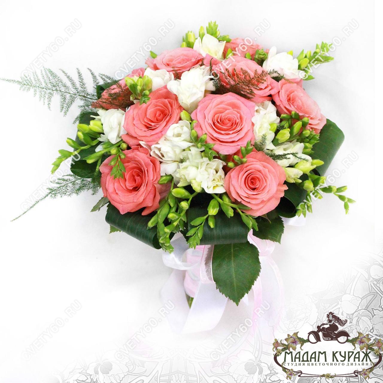 Свадебный букет с коралловыми цветами фото