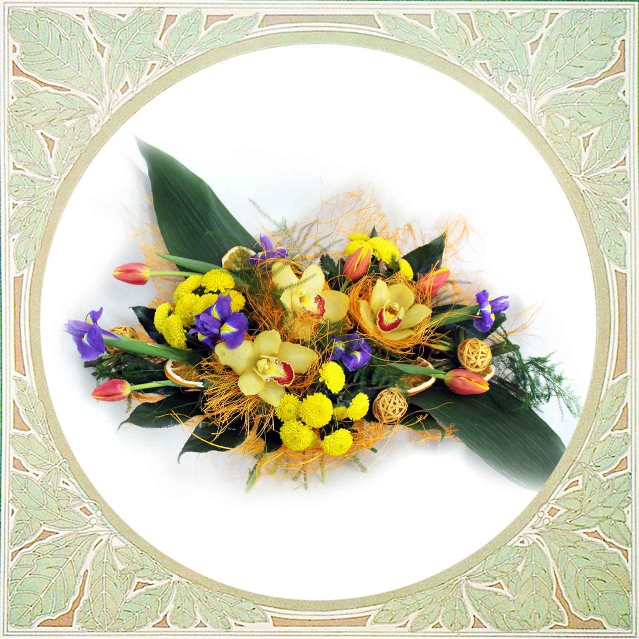 Букет из орхидей, ирисов и тюльпанов в Пскове  Открытка