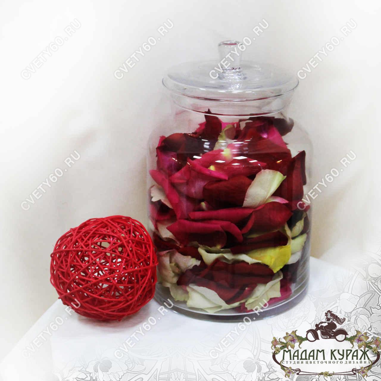 Лепестки роз для свадебной церемонии в Пскове