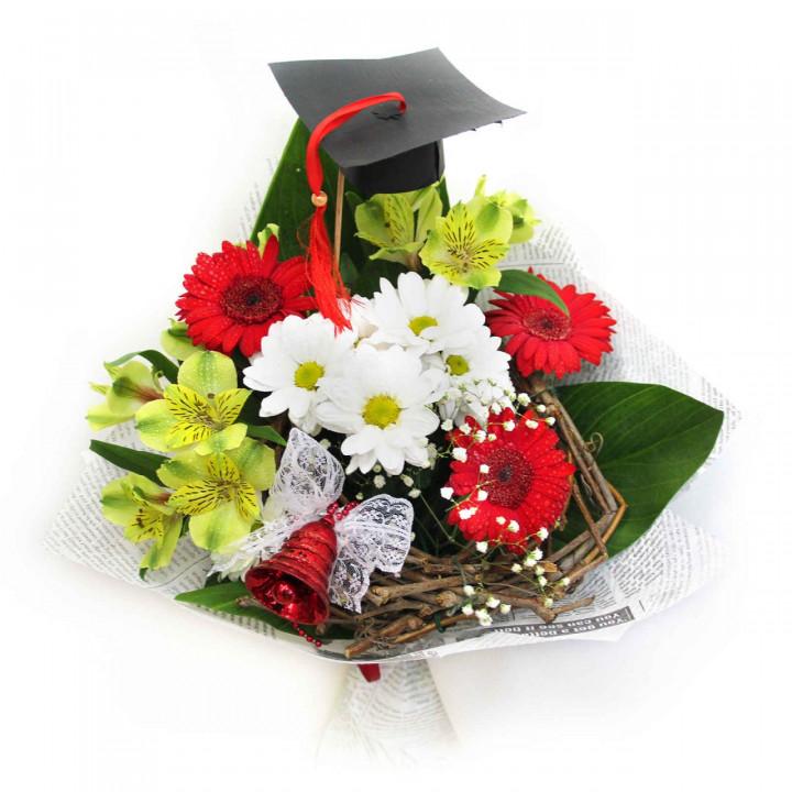 Букет для учителя в Пскове из гербер и хризантем
