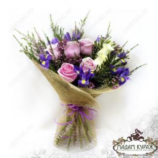 Букет из роз и ирисов в Пскове
