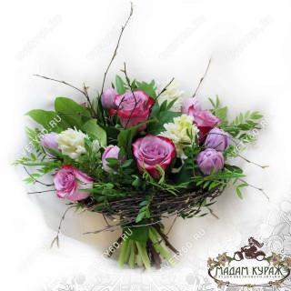 Нежный букетик из роз,гиацинтов и тюльпанов