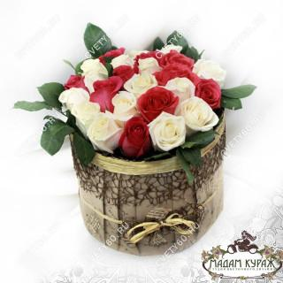 Розы в шляпной коробке, Цветы в Пскове, Цветы с доставкой в Пскове на 8 мартаПсков