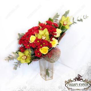 Букет с орхидеями и хризантемой в Пскове