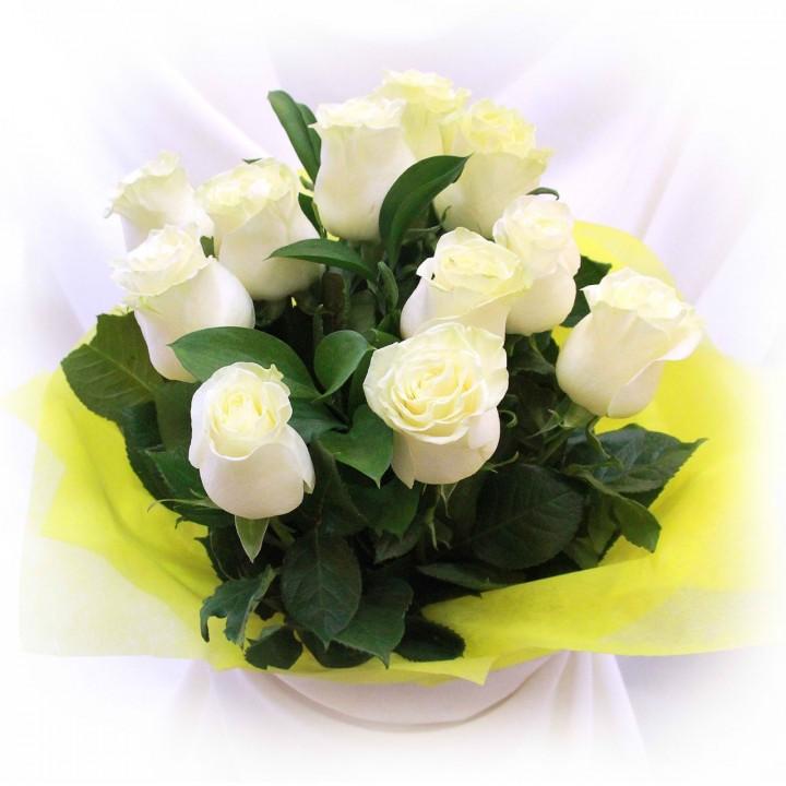 Букет из 11 белых роз в Пскове