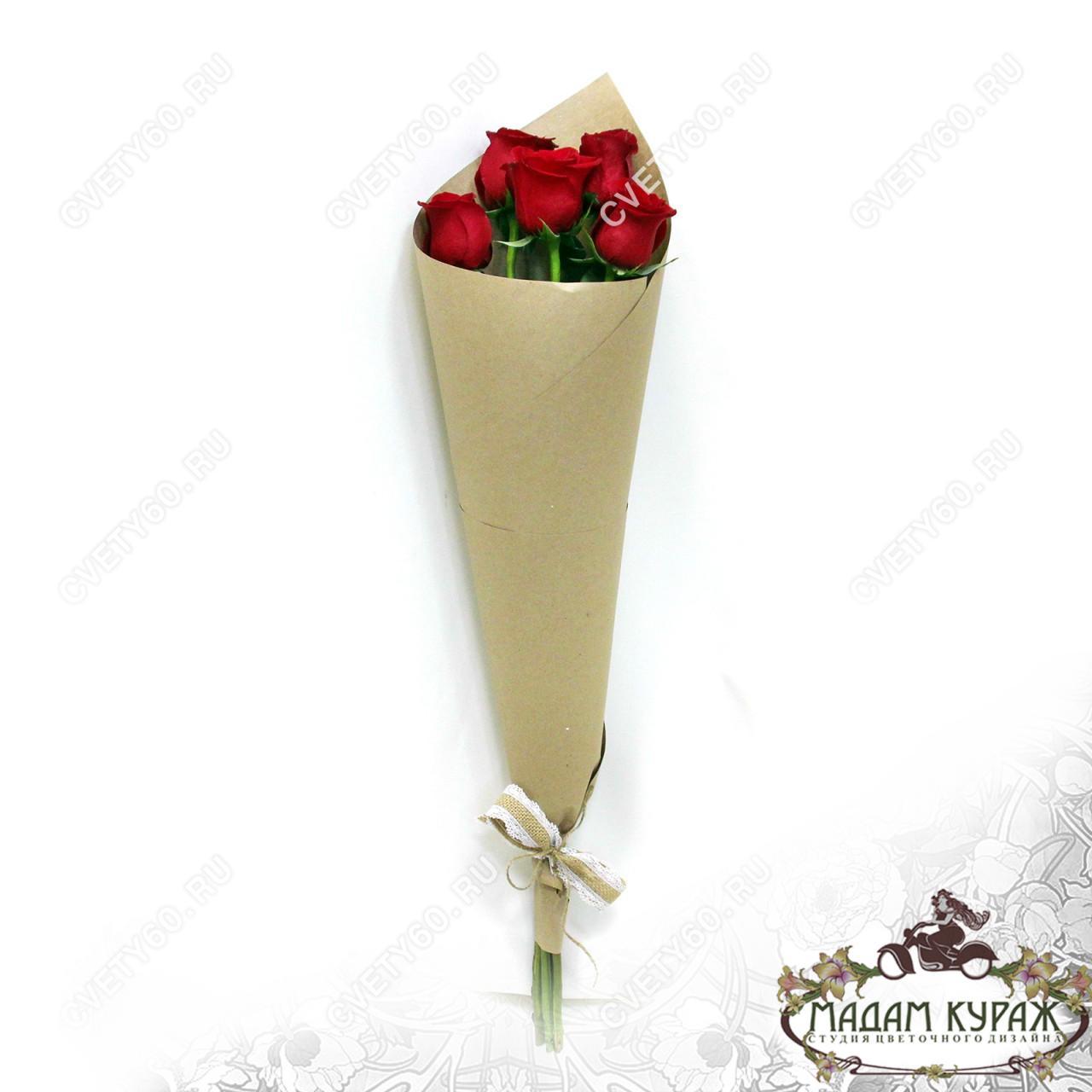 Букет из 5 красных роз в Пскове