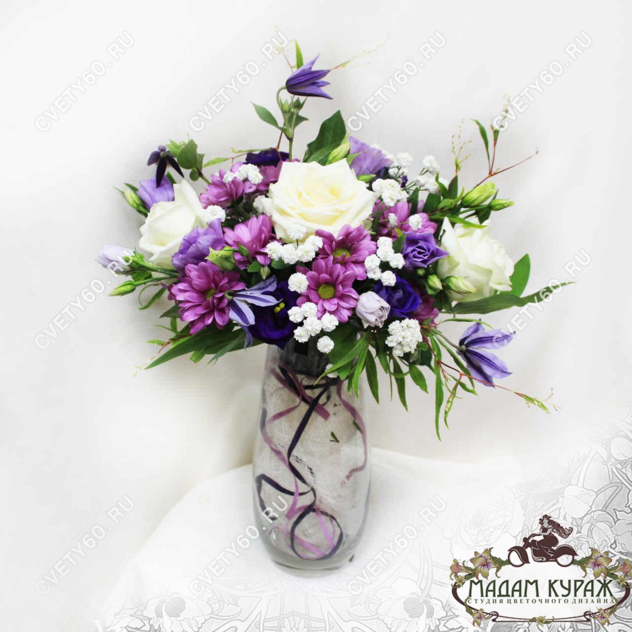 Мини-композиции из роз и хризантем