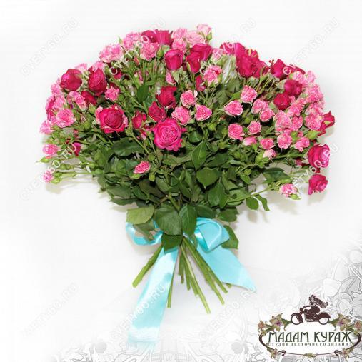 Букет из кустовой розы с доставкой в Пскове