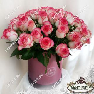 Розы в шляпной коробке в ПсковеПсков
